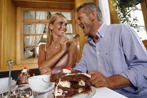 Süße Stunde mit Kaffee und Kuchen