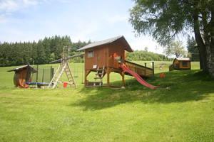 Großer Kinderspielplatz fernab von Strassen