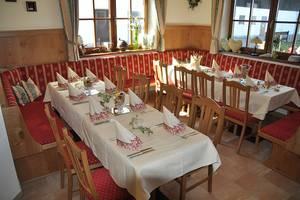Gedeckter Tisch im Cafe Wastelbauerhof