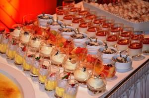 leckere Desserts im Glas