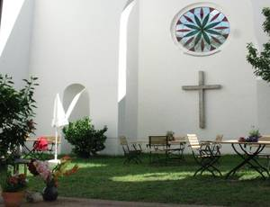 """Café """"Himmel & Erde"""" in der Radwegekirche"""