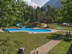 Das kleine Freibad ist vom Hotel aus zugänglich
