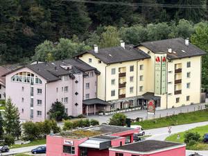 Das Alpina ist sehr gut erreichbar: von Klosters und Landquart her kommend