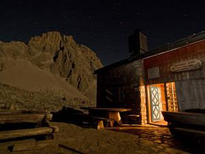 Carschinahütte in der Nacht