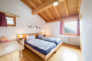 Das Berghaus bietet einfache Mehrbettzimmer und moderne Doppelzimmer