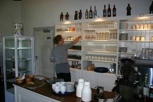 Im Café des Herrenhaus Hoyerswort (c) Tourismus und Stadtmarketing Husum GmbH