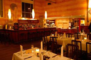 Restaurant Platform 11 3/4
