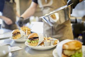 DeliBurgers: Unser Burger in der Küche