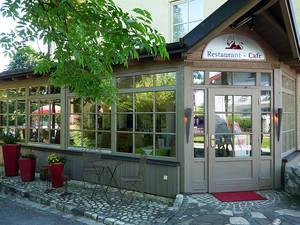 Restaurant und Café ›Roter Löwe‹ im Lenauhof