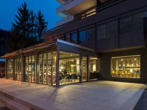 Restaurant Eden Aussenansicht bei Nacht