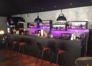 Streetside Bar Café