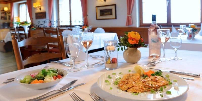 Hotel-Restaurant Kreuz GmbH/Fisch- und Salatteller - © Hotel-Restaurant Kreuz GmbH