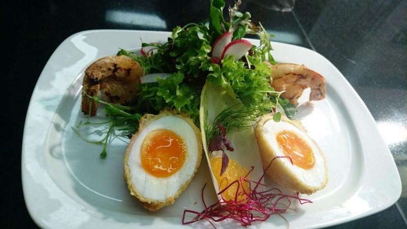 Strandhotel Löchnerhaus/Vorspeisenteller mit Fisch, Ei und Salatdekor - © Strandhotel Löchnerhaus