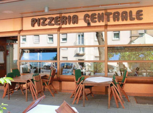 pizzeria centrale karlsruhe tourismus. Black Bedroom Furniture Sets. Home Design Ideas