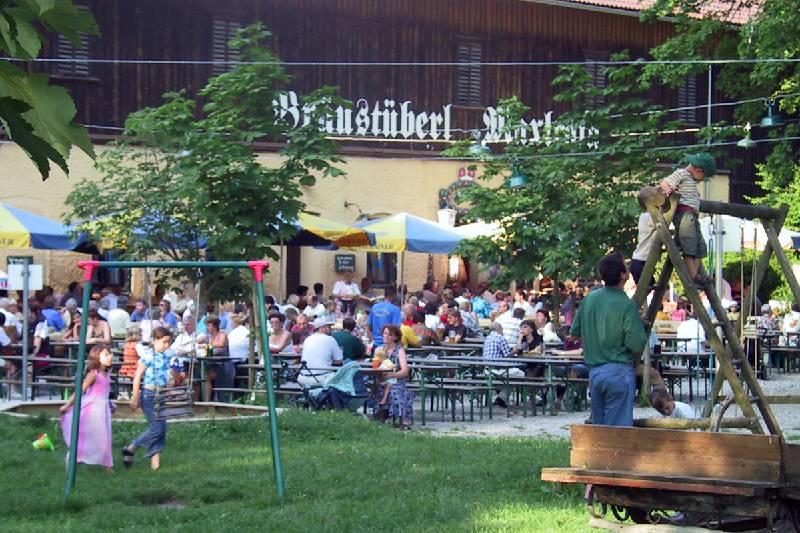 Bräustüberl mit Biergarten und Spielplatz