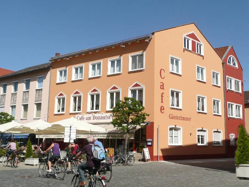 Café am Donautor in der Innenstadt von Kelheim im Altmühltal
