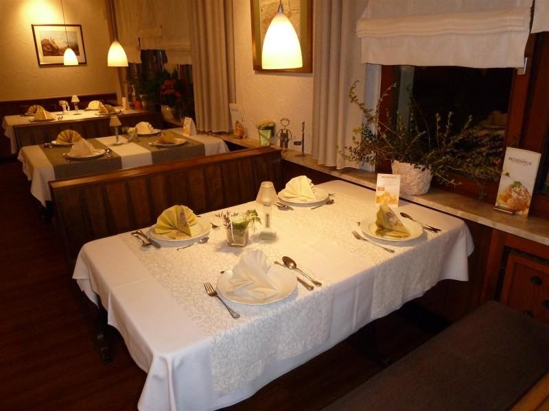 Landgasthof - Café Affelner Mühle - Gedeckter Tisch im Gastraum