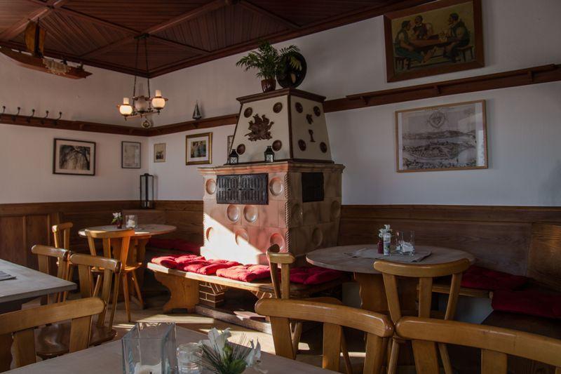Trattoria-Pizzeria Zum Schiff/Gaststube mit Ofen - © Trattoria-Pizzeria Zum Schiff