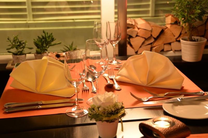 Tisch im Wintergarten des Bistro Kunstwinkels