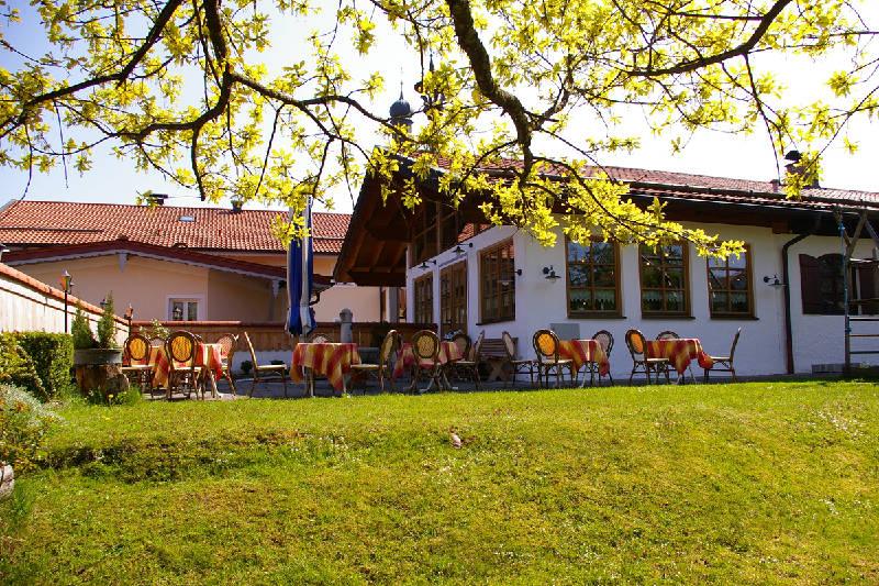 Terrasse und Garten vor dem Landhotel & Wirtshaus beim Has'n