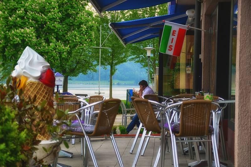 Zur Schiffslände/Terrasse mit Blick zum Rhein - © Zur Schiffslände
