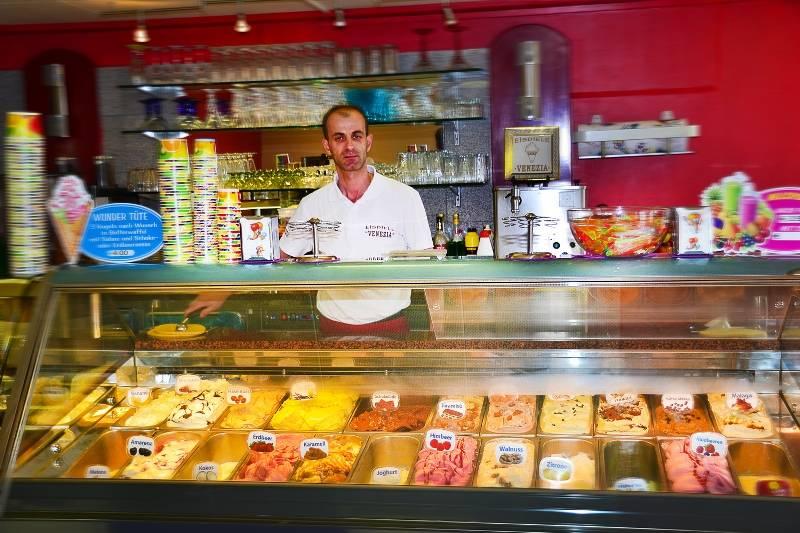 Eisdiele Venezia/Eistheke - © Eisdiele Venezia