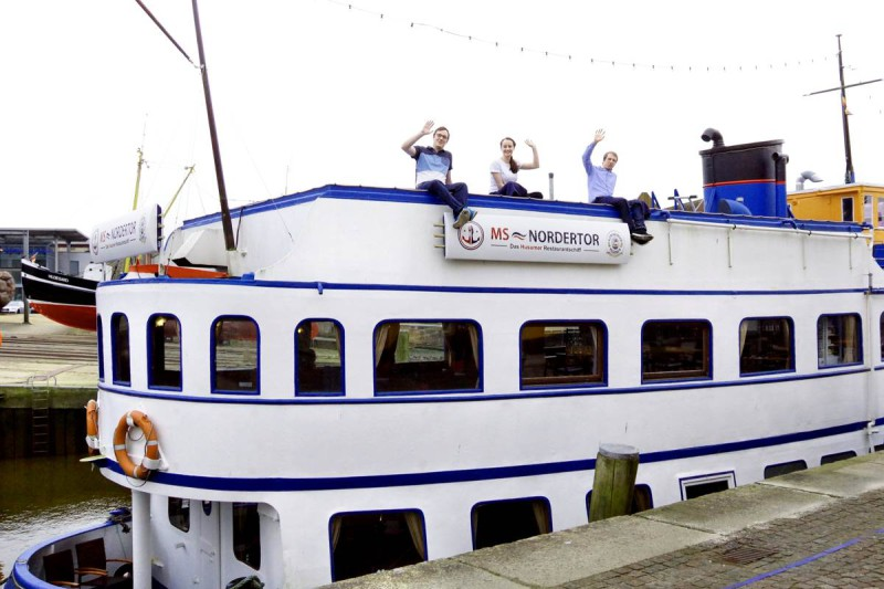 Das Team an Deck des Restaurantschiffs, © MS Nordertor