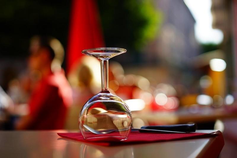 Gedeckter Tisch (Symbolbild) (c) Pixabay