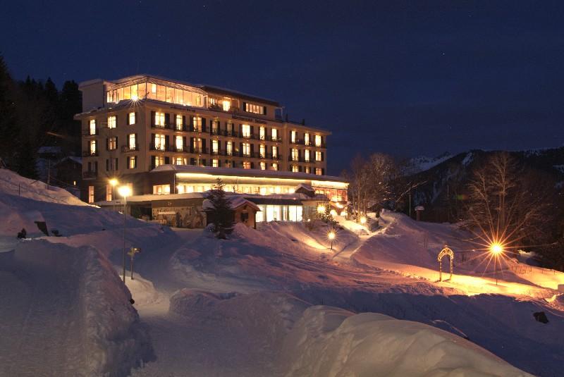 Märchenhotel Bellevue in winterlicher Abendstimmung