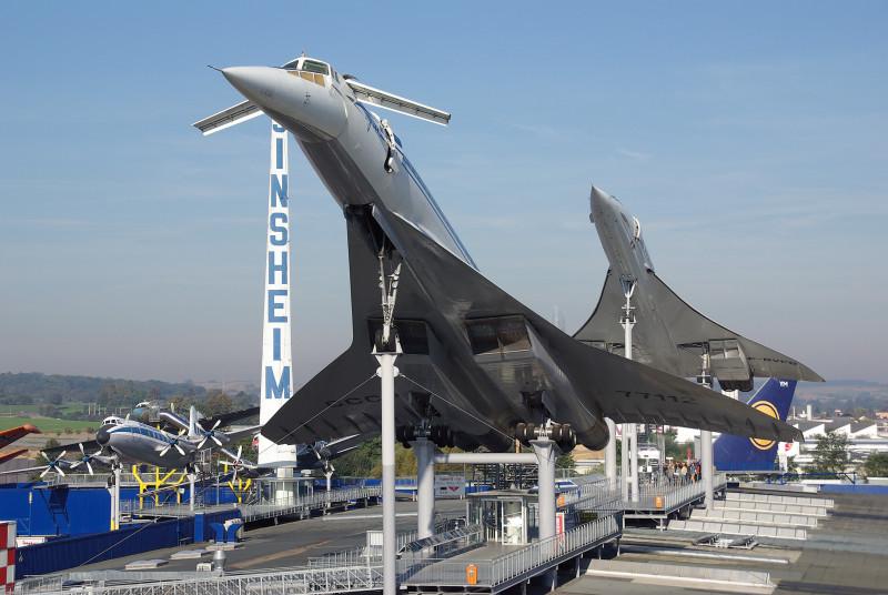 Restaurant mit Blick auf die Ausstellungsflugzeuge