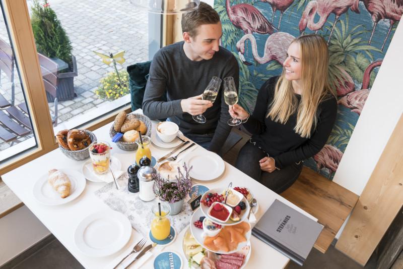 Wintergarten mit Frühstück