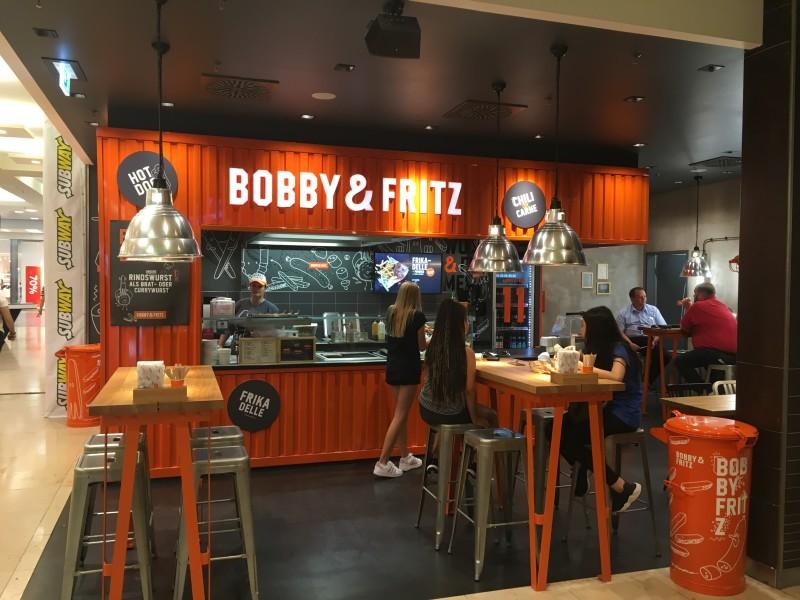 Bobby&Fritz: Verkaufsraum und Gästebereich