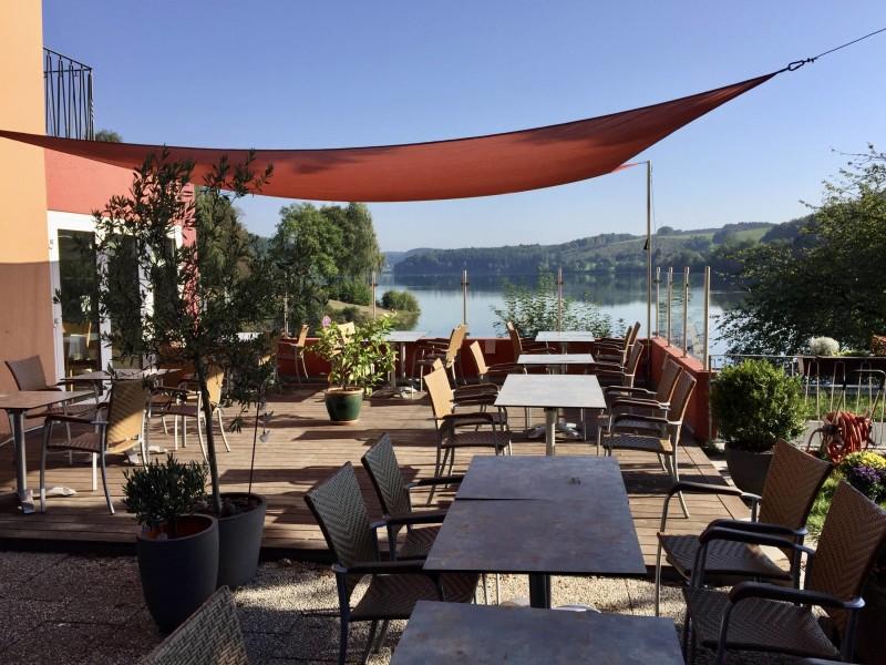 Terrasse mit Ausblick - © Hotel Restaurant Fischerheim