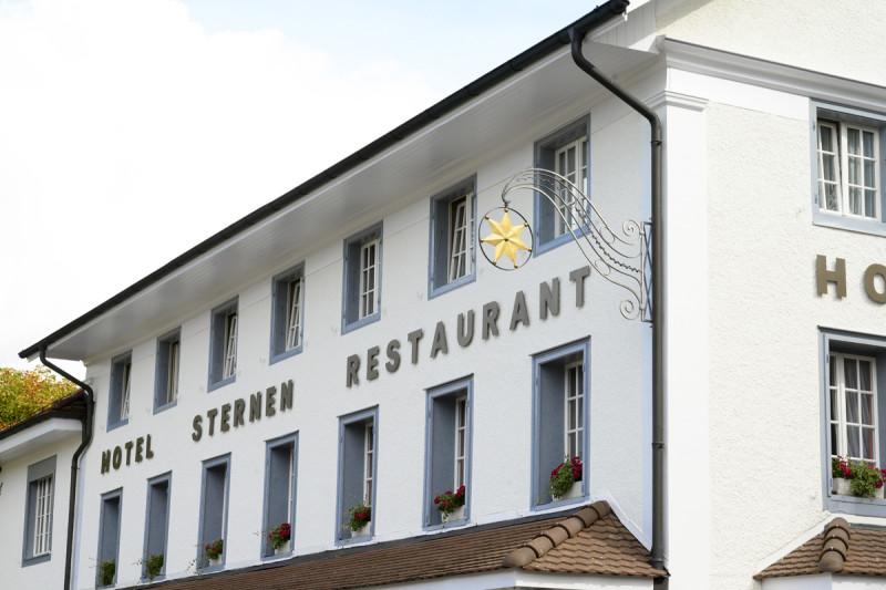 Historische Fassade des 1790 erbauten Romantik Hotel Sternen in Kriegstetten
