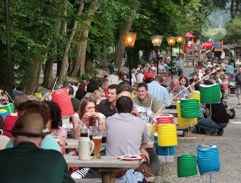 Lampionfest in der Schloßalle Haag
