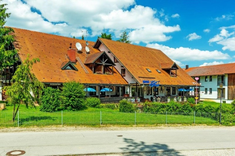 Benno Stockklauser_Außenansicht des Hotel zum Forst Kranzberg