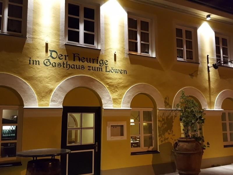 Aussenansicht vom Heurigen im Gasthaus zum Löwen Freising