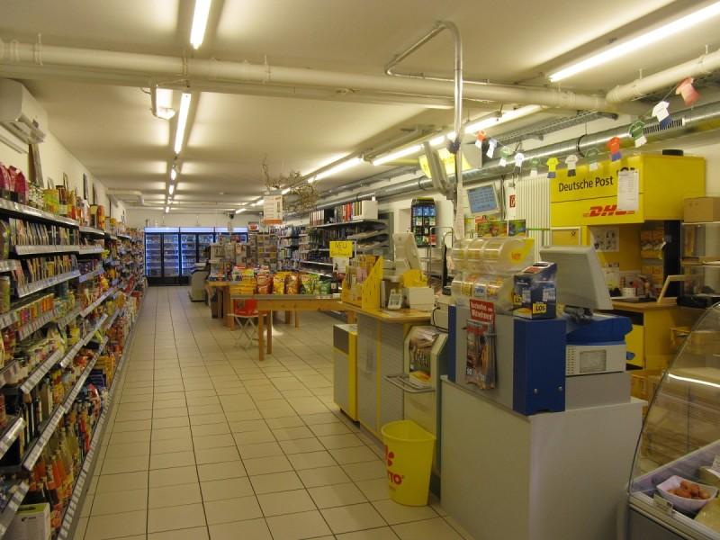 Innenraum des Dorfladen Haag mit Post