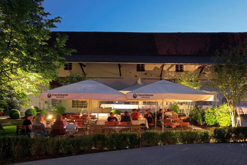 Biergarten vom Hotel Gasthaus Ostermeier in Attenkirchen