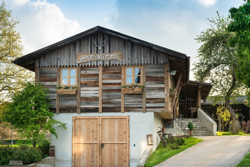 Außenansicht der Jagdhütte_Hotel Landgasthof Hofmeier