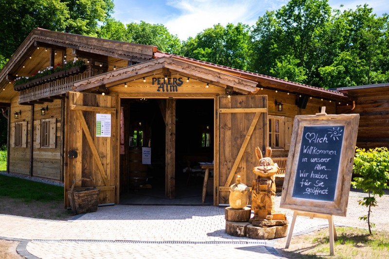 Holzhütte mit alpenländischem Charme / PETERS Alm